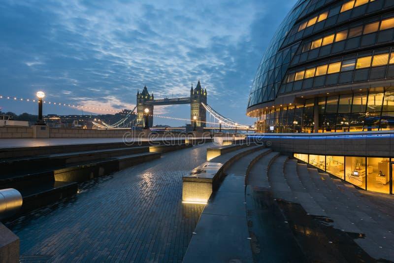 Passerelle de tour - Londres image stock
