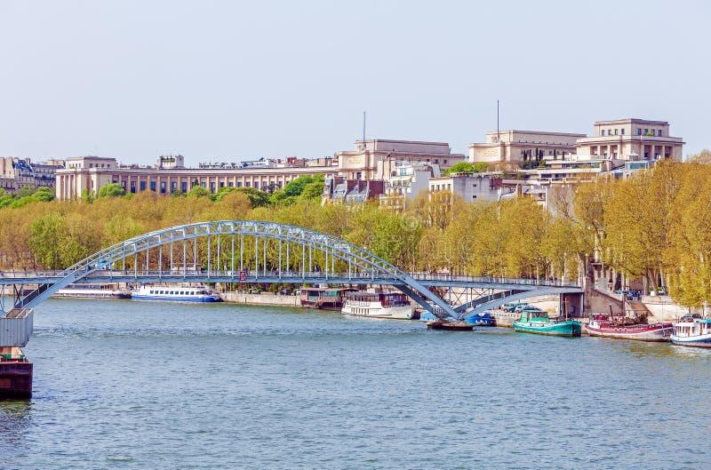 Passerelle Debilly,横跨塞纳河,巴黎的人行桥 图库摄影