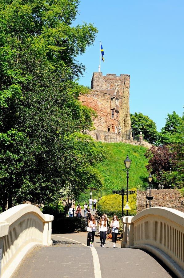 Passerelle et château, Tamworth photo stock