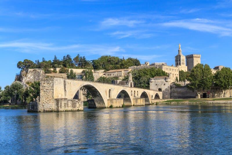Passerelle et papes Palace, France d'Avignon images libres de droits