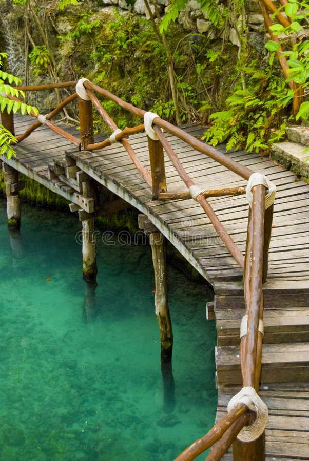 Passerelle tropicale photographie stock