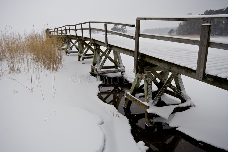 Download Passerelle vieille photo stock. Image du passerelle, hiver - 8653752