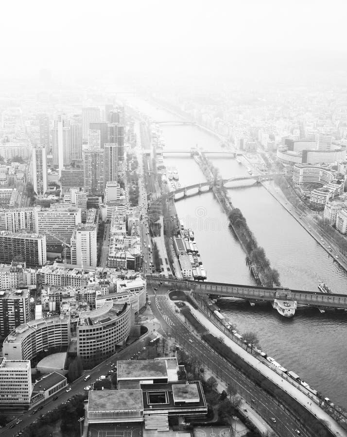 Passerelles à travers Seine images libres de droits