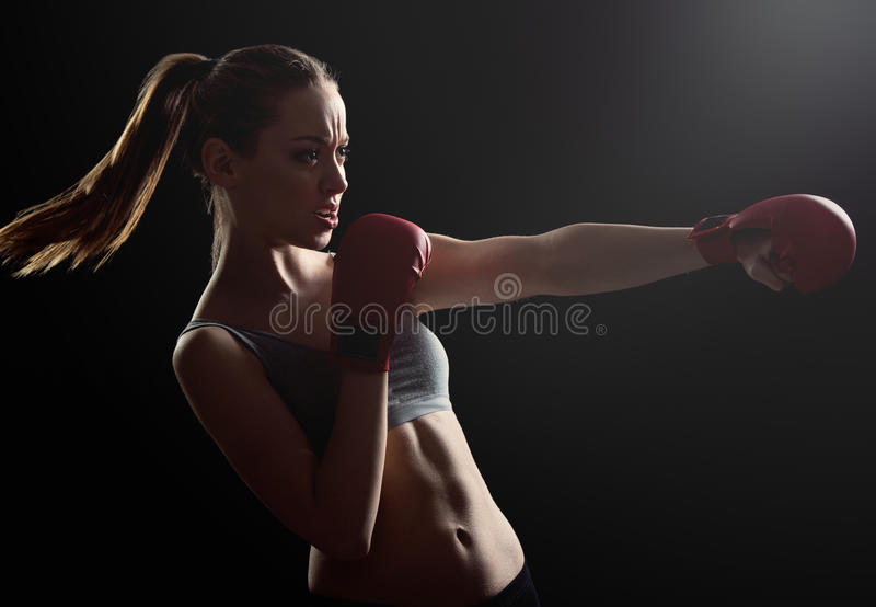 Passform barn, driftig kvinnaboxning fotografering för bildbyråer
