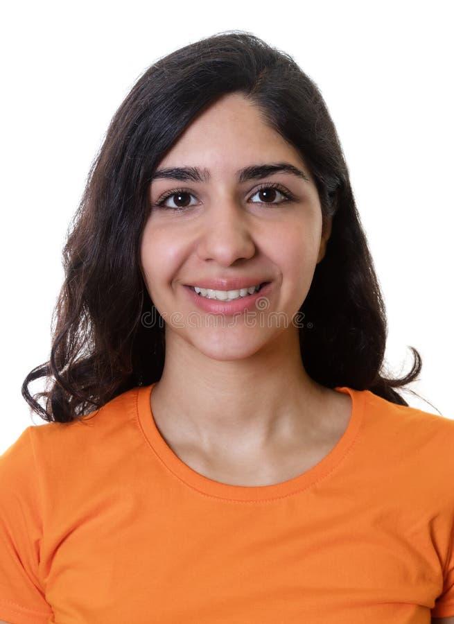 Passfoto av en ung arabisk kvinna royaltyfria bilder