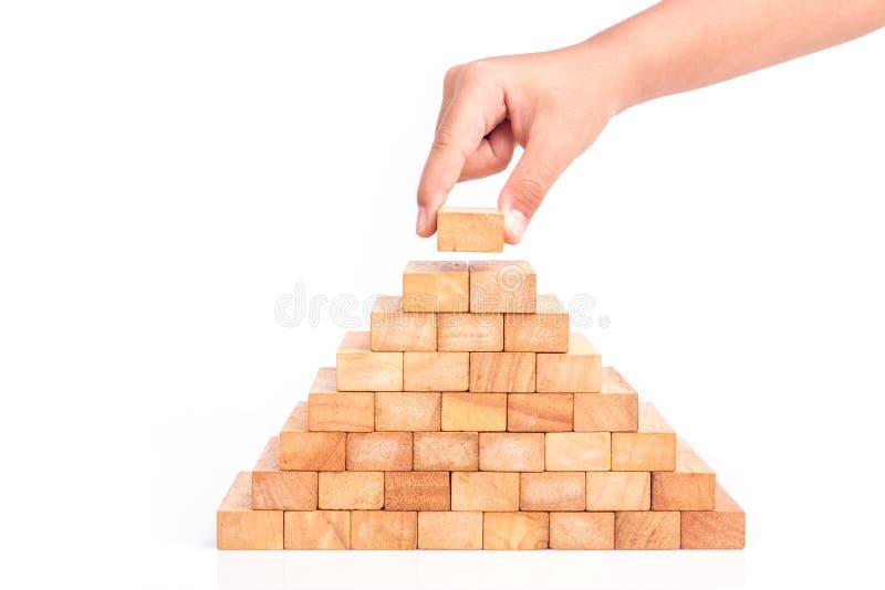 Passi giudicare il gioco di legno dei blocchi (jenga) isolato sul backgrou bianco fotografie stock