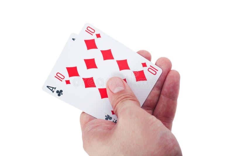 Passi a holding due schede di gioco isolate fotografia stock libera da diritti