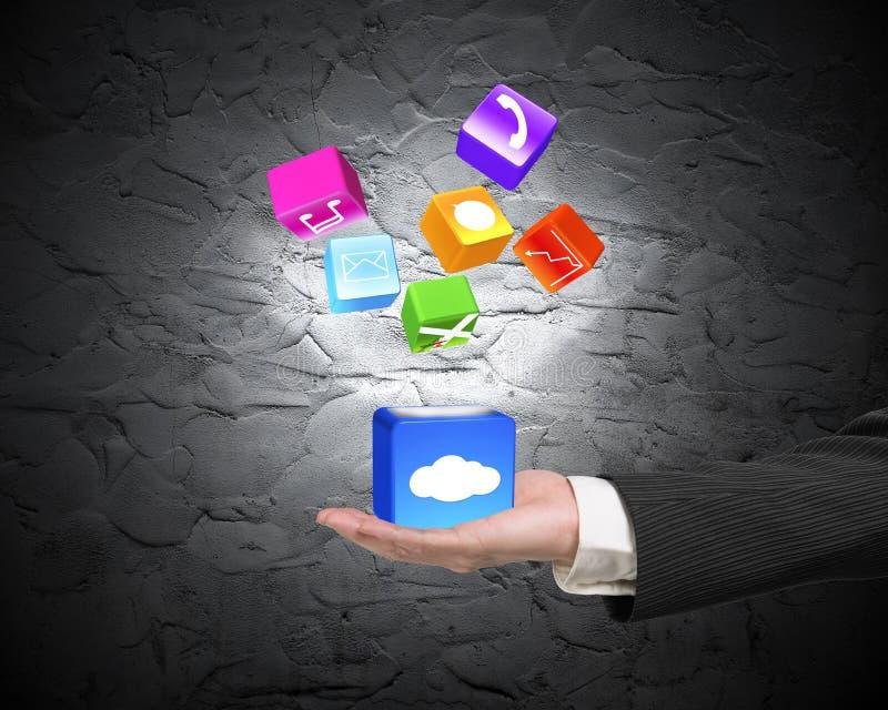 Passi la mostra delle icone di app illuminate scatola della nuvola sul muro di cemento royalty illustrazione gratis