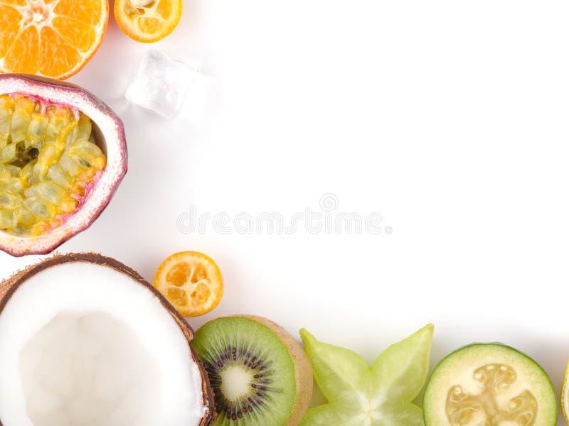 Passiflore comestible de passiflore saisonnière de kumquat de carambolier d'agrume de litchi de fruits d'été tropical juteux mûr  photographie stock