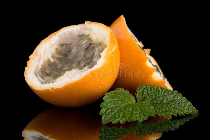 Download Passiflore De Maracuja De Passiflore Comestible De Passiflore Image stock - Image du graines, coupure: 76089551