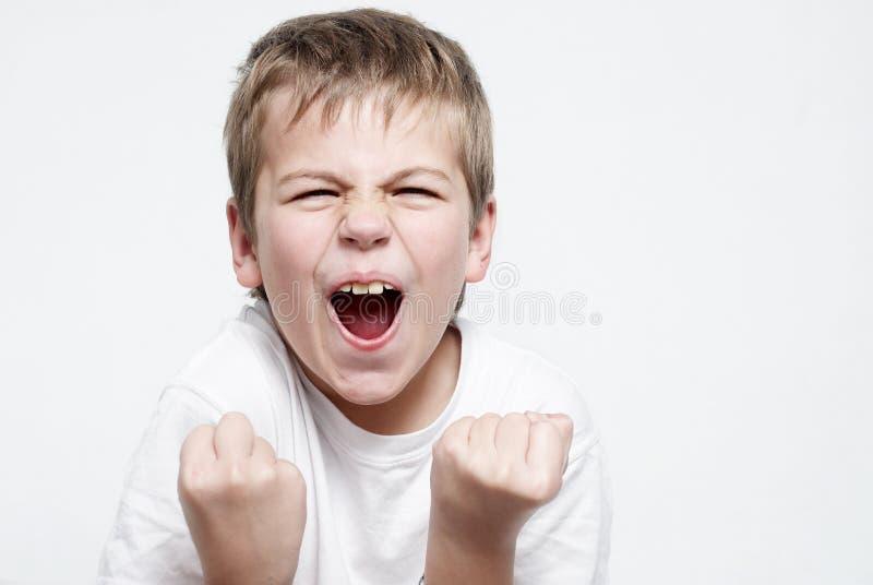 Passioné du football heureux de garçon photos libres de droits