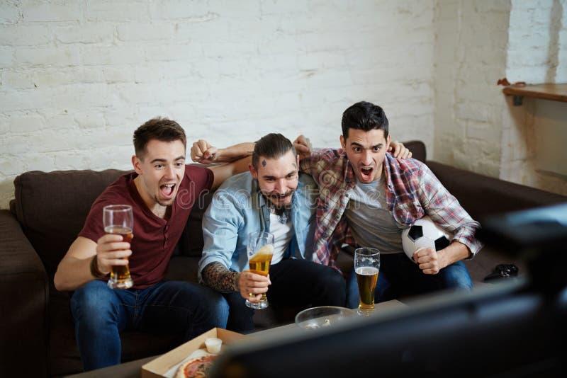 Passionés du football Excited image libre de droits