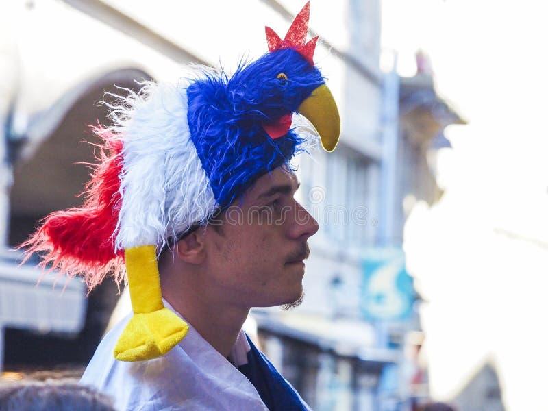 Passionés du football français aux Frances devant la TV, pendant le match final de la coupe du monde de la FIFA Russie 2018 Franc photos stock