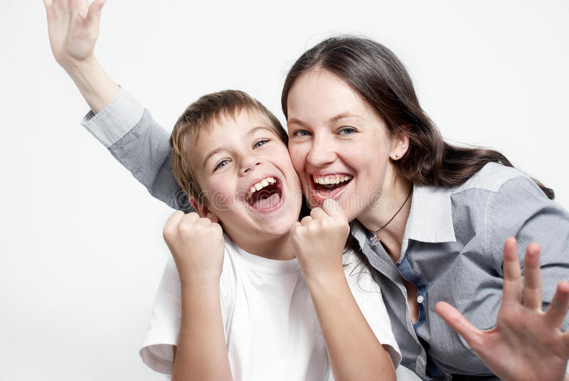 Passionés du football heureux de famille de verticale photo libre de droits