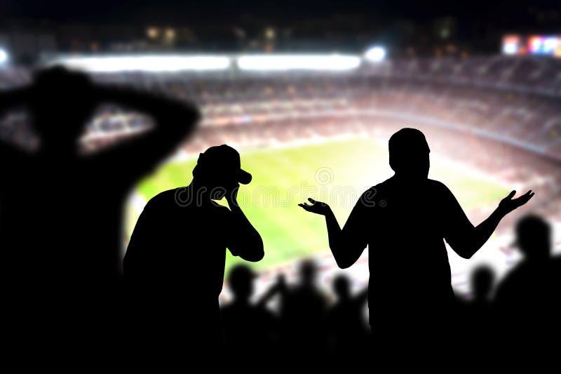 Passionés du football tristes Foule déçue, fâchée et bouleversée images libres de droits