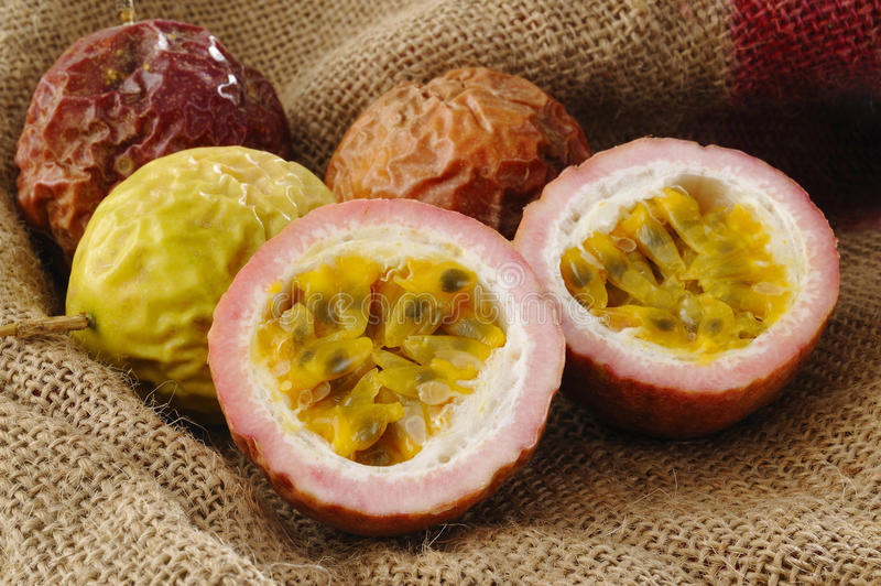 Passionfruit surowy obrazy royalty free