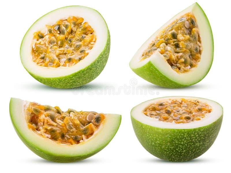 Passionfruit verde determinado, corte por la mitad, rebanada imagen de archivo