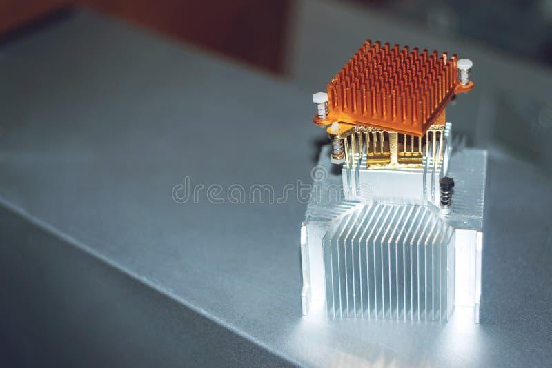 Passiver kühlerer Heizkörper CPU Verschiedener gerippter Kühlkörper, kupferne und Aluminiumwärmerohre und thermische Auflage PC C stockbild