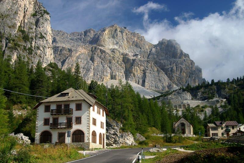 Passo di Falzarego, dolomías, Italia foto de archivo libre de regalías