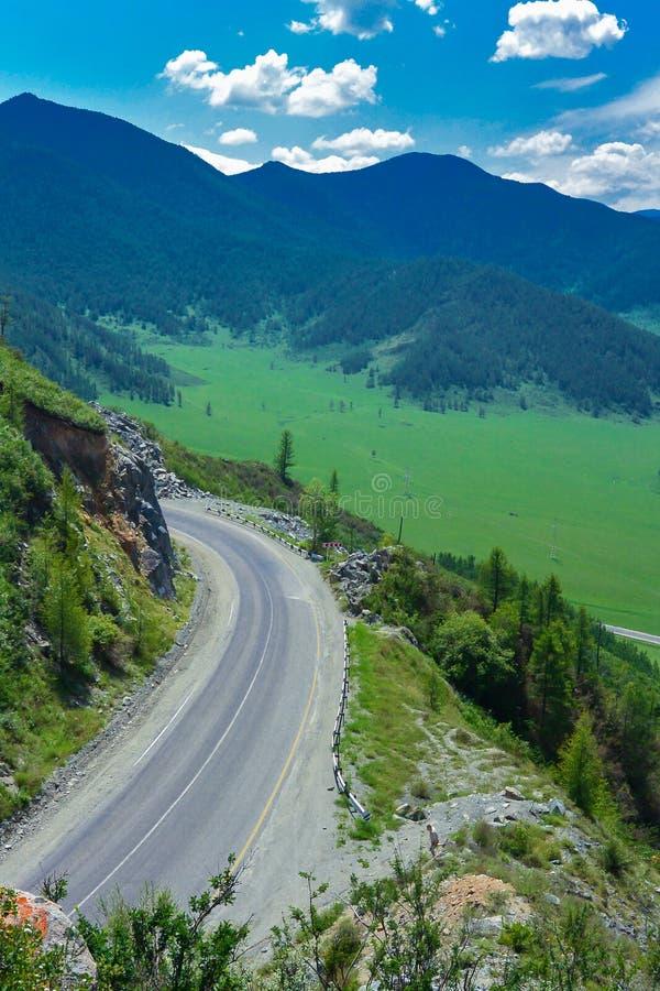 Passo di montagna in Altai Tratto di Chuysky fotografie stock