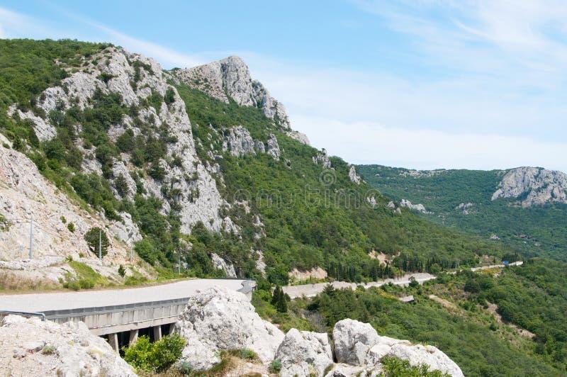 Passo di montagna di Laspi, vista del tunnel e strada, Crimea immagini stock libere da diritti