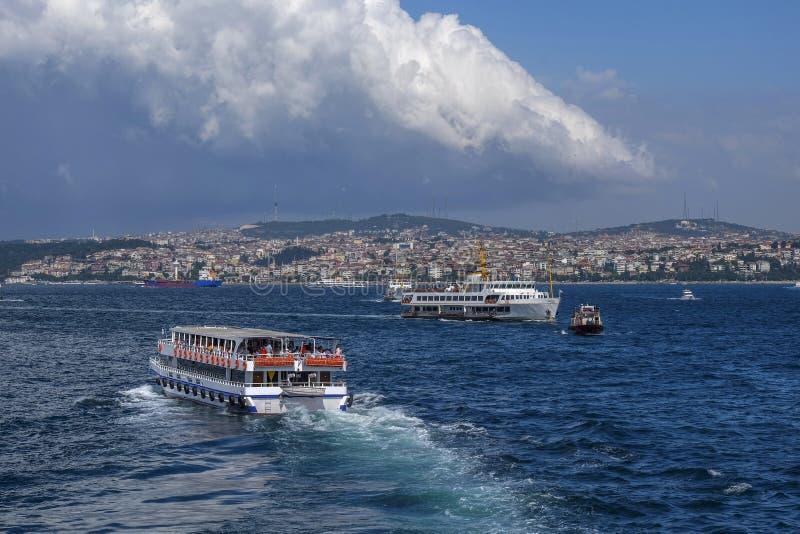 Passo e cruzeiro de Bosphorus Istambul imagens de stock royalty free