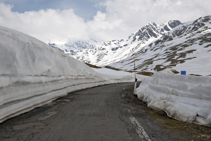 Passo Gavia, 2621m,是一张高山通行证在意大利阿尔卑斯 免版税库存照片