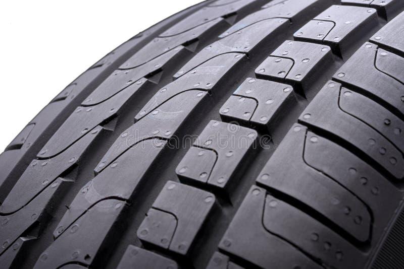 Passo, venezianas e trilha novos do pneu do verão Close-up, isolado, fundo branco imagens de stock royalty free
