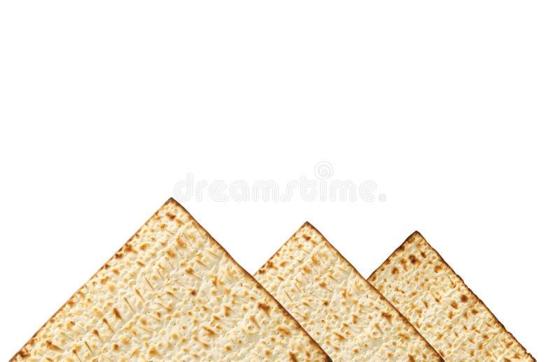 passover achtergrond met matzoh op wit dat wordt geïsoleerd als piramids stock afbeeldingen