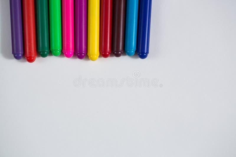 Pastéis coloridos e uma folha de papel, creativit do conceito do caderno fotografia de stock