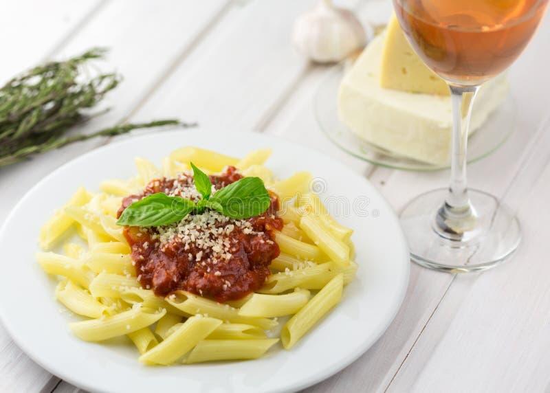 Download Pasta fotografia stock. Immagine di servings, sano, tabella - 117981450
