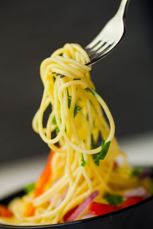 Download Pasta fotografia stock. Immagine di verde, closeup, piatto - 117981530