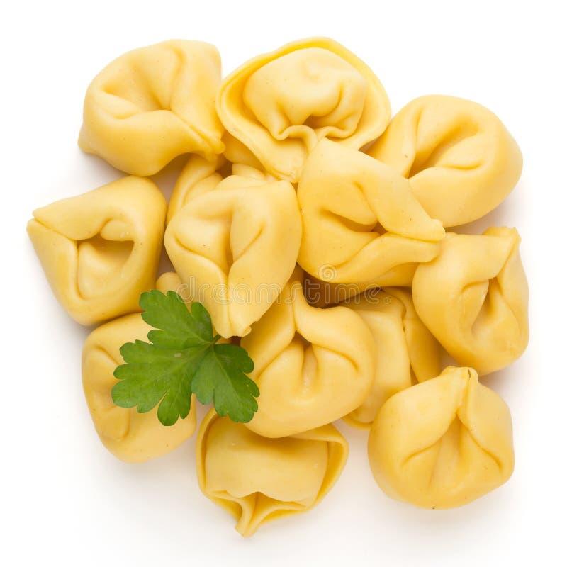Pasta casalinga cruda, tortellini con le erbe immagini stock
