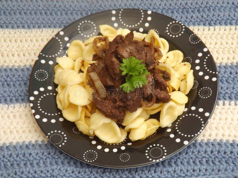 Download Pasta con fegato fotografia stock. Immagine di tagliatelle - 55350956