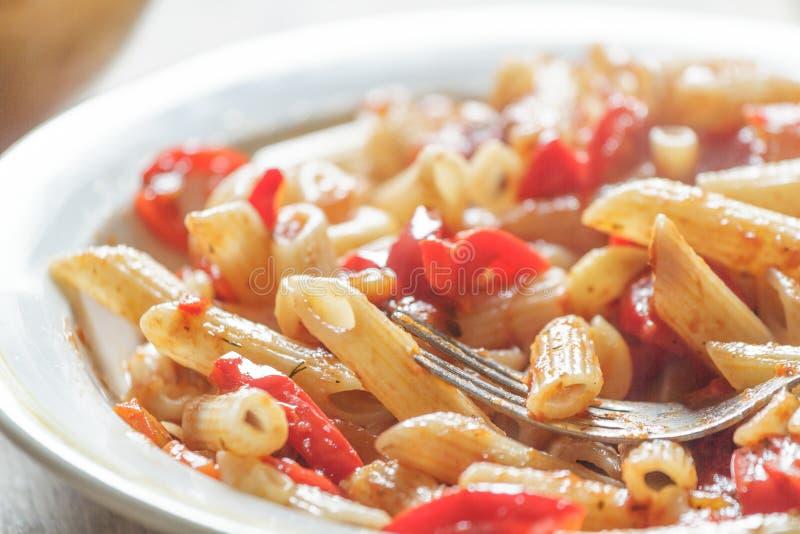 Pasta con i pomodori immagine stock