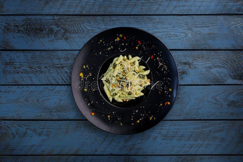 Pasta con il basilico di pesto fotografie stock