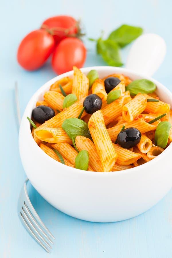Pasta con le olive fotografia stock libera da diritti