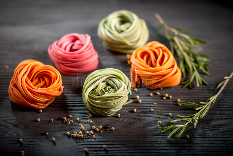 Pasta cruda colorata fotografia stock libera da diritti