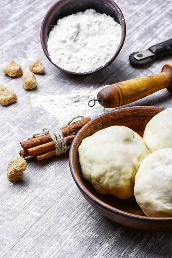 Pasta cruda per cuocere fotografia stock libera da diritti
