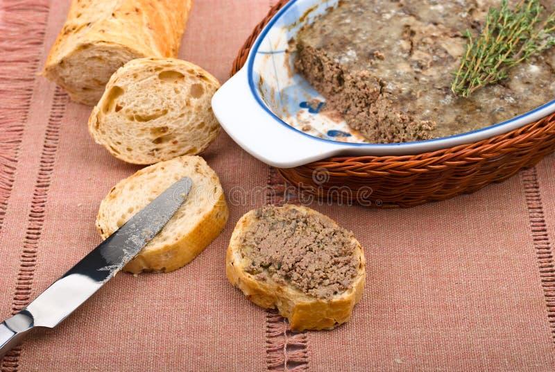 Pasta de fígado da galinha no pão imagens de stock