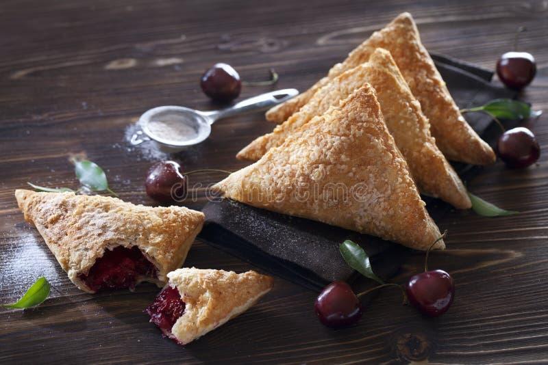 Pasta de hojaldre Cherry Turnovers imagenes de archivo