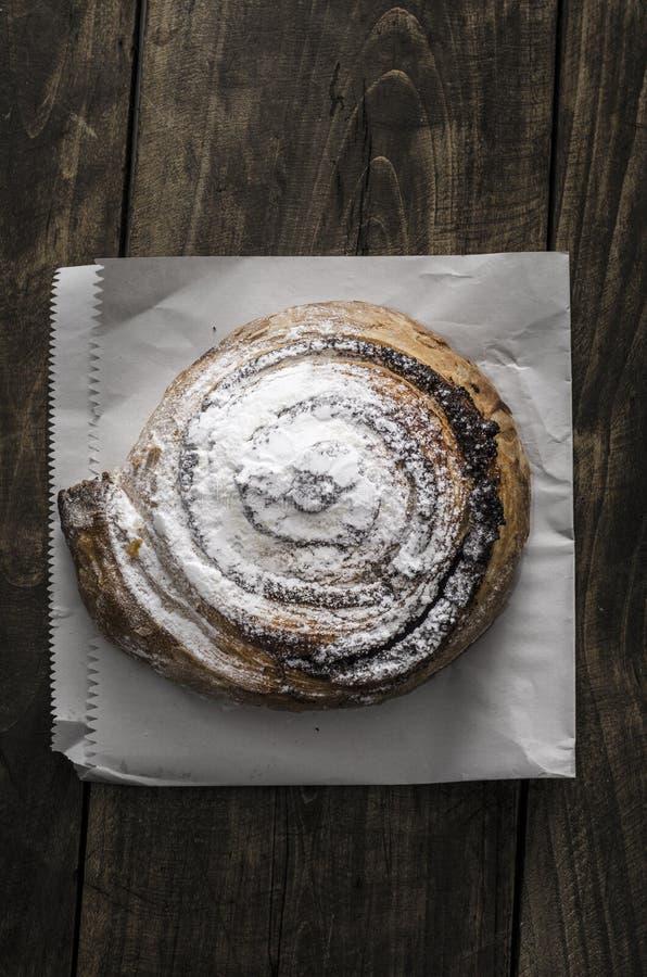 Pasta de hojaldre llenada de la semilla de amapola fotografía de archivo