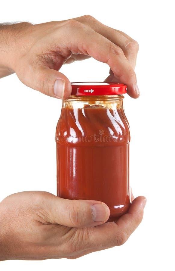 Pasta de tomate do frasco à disposicão fotografia de stock
