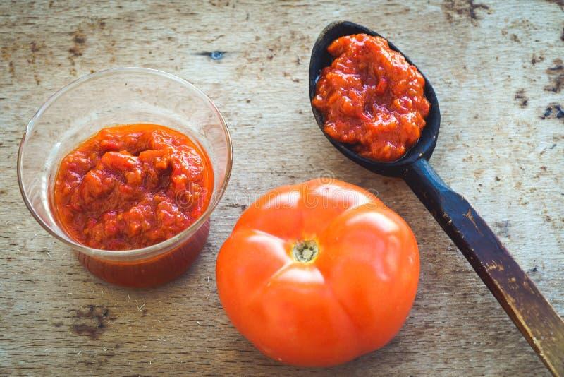 Pasta de tomate hecha en casa fotos de archivo