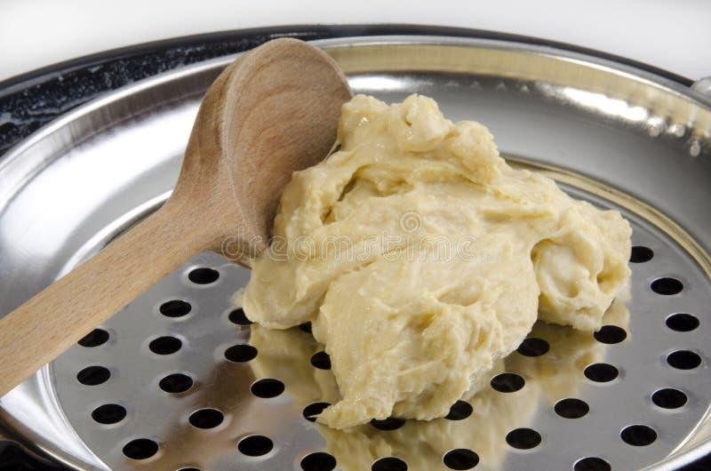 Pasta della tagliatella per spätzle fatto domestico immagine stock