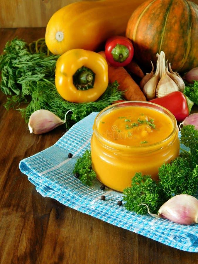 Pasta dello zucchini della zucca in un barattolo di vetro immagine stock libera da diritti