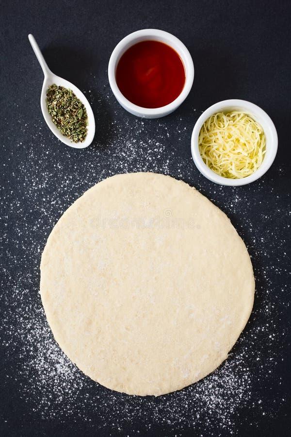 Pasta desarrollada de la pizza imagen de archivo libre de regalías