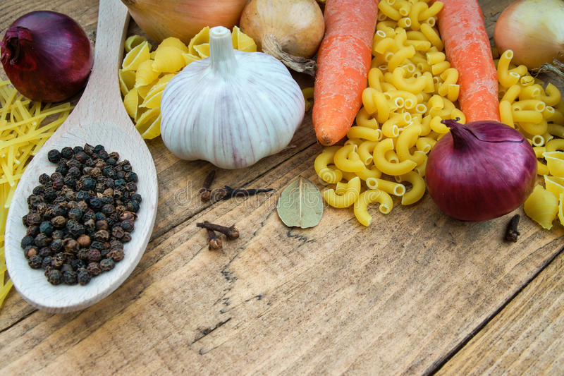 Pasta e verdure immagini stock