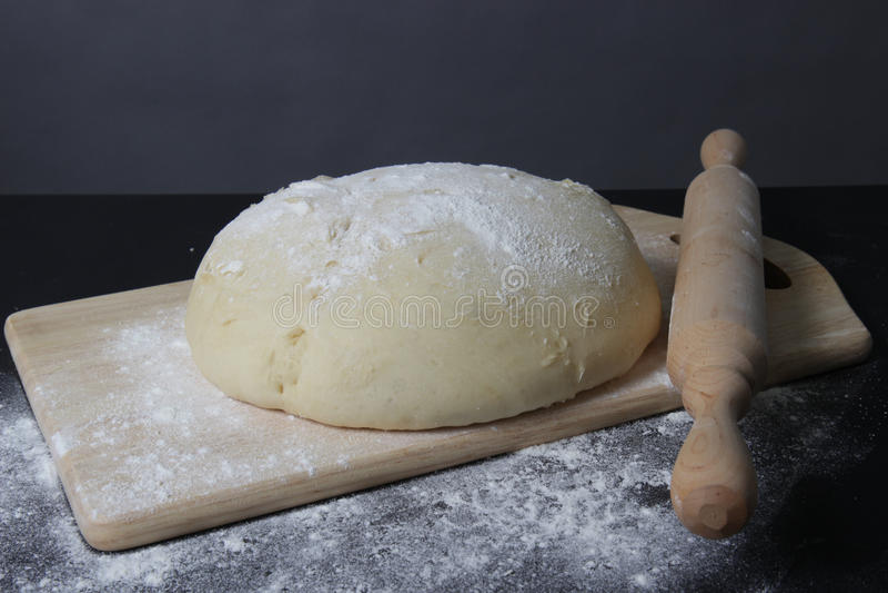 Pasta fresca su un bordo fotografia stock
