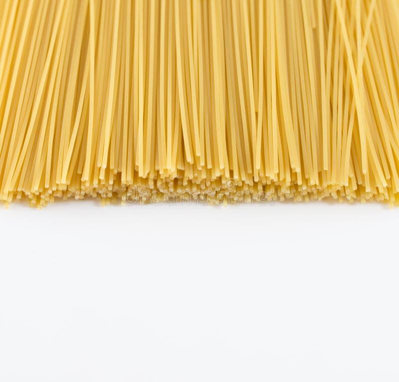 Pasta gialla asciutta degli spaghetti immagine stock libera da diritti